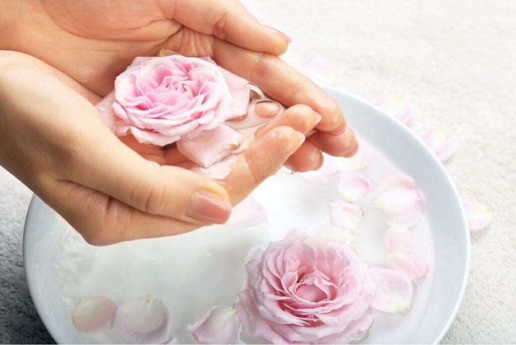 5 Natural Treatments with Rose Water - Rose Water for Skin