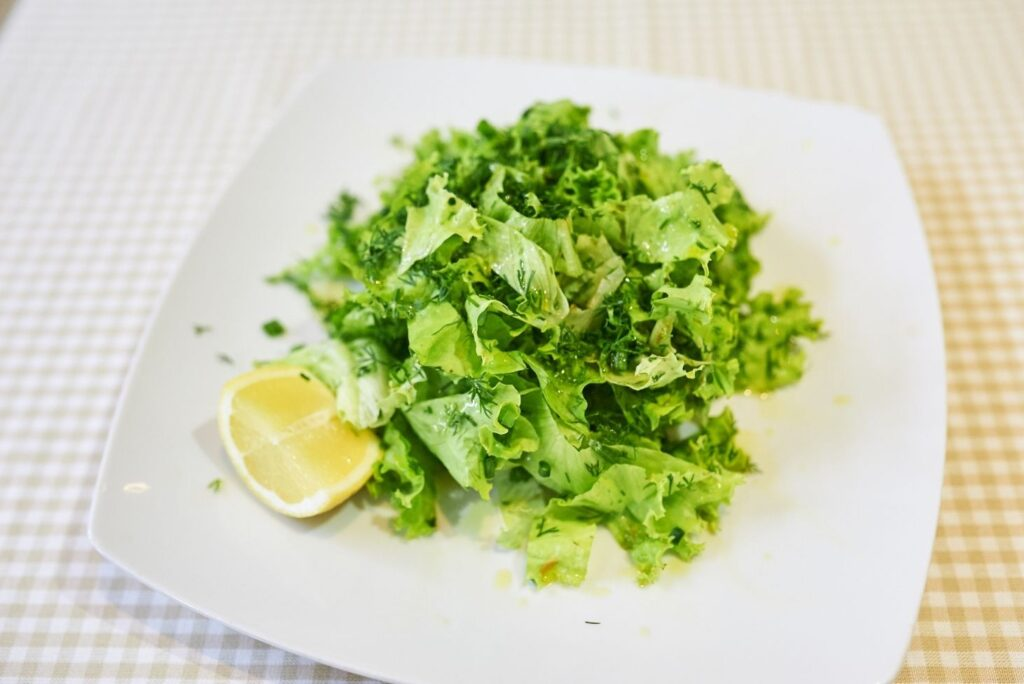 3 Natural Treatments for Digestive Problems - Lettuce Salad