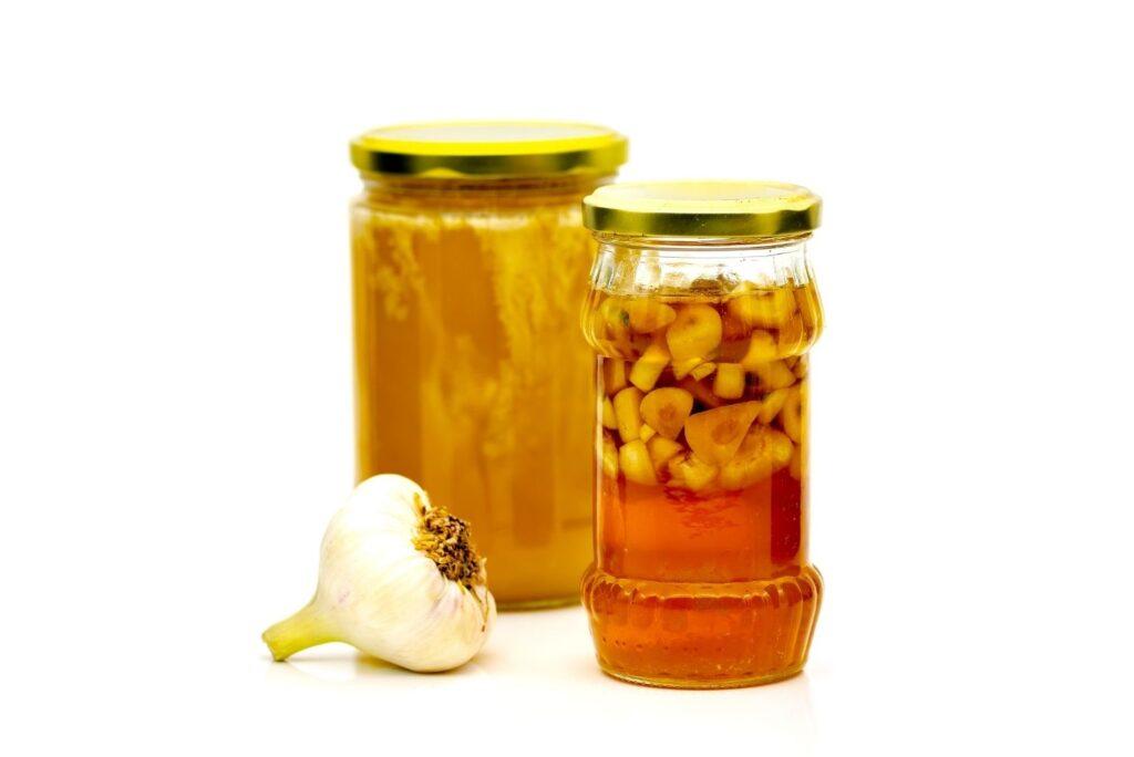 5 Natural Remedies for Intestinal Parasites - Garlic and Honey